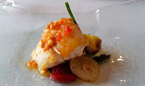 Cherne a la brasa. Restaurante Casa Fito | Foto: J. L. Conde