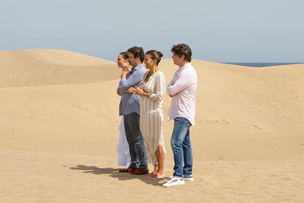 Eva González, Jordi Cruz, Pepe Rodríguez y Samantha Vallejo-Nágera, en las dunas de Maspalomas