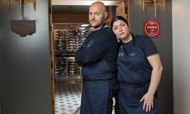 Andrea Bernardi y Fernanda Fuentes, en su restaurante