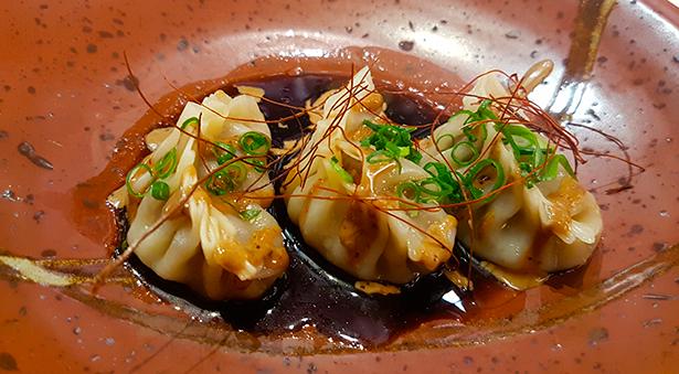 Gyozas de cerdo ibérico con salsa de judías negras chinas | Foto: J. L. Conde