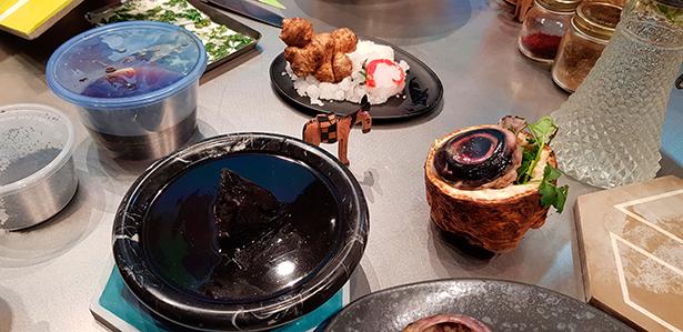 Corazón y ojo de atún, algunos de los ingredientes utilizados por la chef marroquí | Foto: J. L. Conde