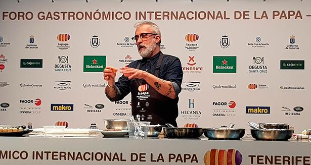 Sergi Arola aprovechó su presencia en el escenario para descubrir el secreto de su tapa más emblemática, en cuya salsa hay tomate y ali-oli | Foto: José L. Conde