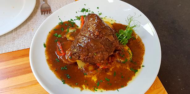Carrillera, uno de los productos de V Gama que suelen servirse en los restaurantes | Foto: J. L. Conde