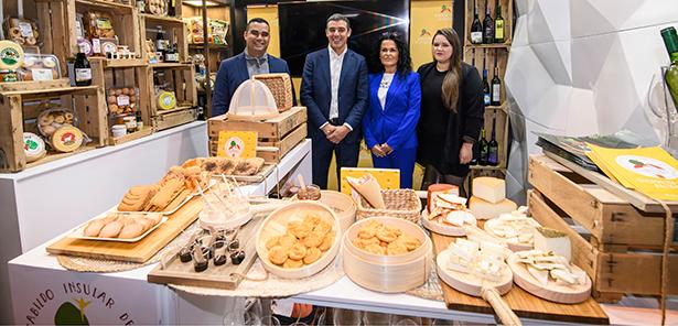 Abel Morales y Narvay Quintero, en el stand de Canarias del Salón Gourmets