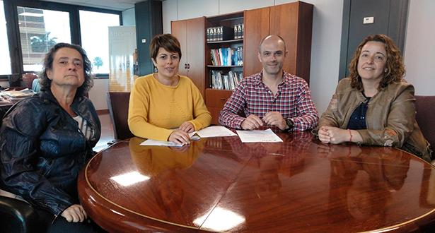 Imagen de la firma del acuerdo entre Gran Canaria Me Gusta y el Mercado de Telde