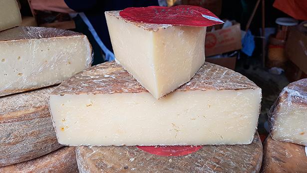 El taller servirá para conocer los entresijos de la producción artesana del queso | Foto: J. L. Conde