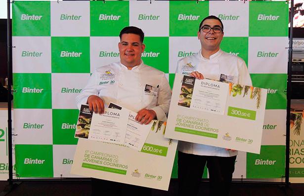 Eduardo González y Daniel Tejera, sonrientes tras recibir sus premios