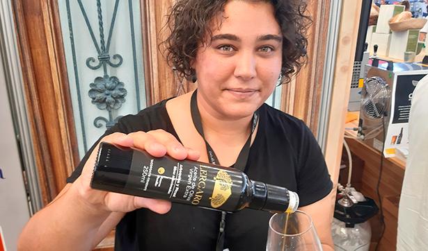 Tanaira Rodríguez dirigió una cata de aceites | Foto: J. L. Conde