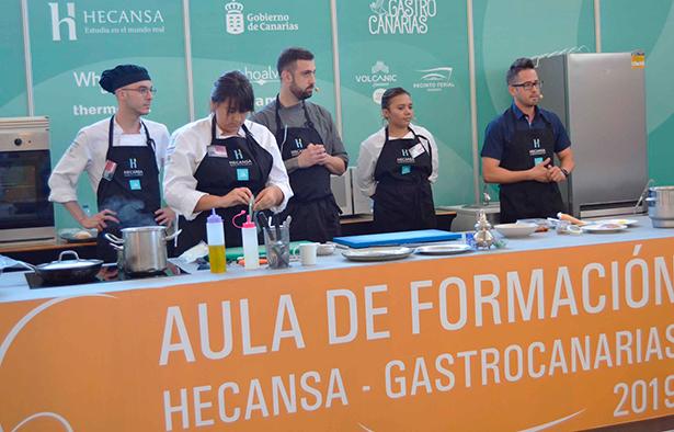 Alumnos del centro, junto a cocineros invitados por Hecansa, impartieron varios talleres