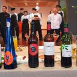 El maridaje de vinos servidos con la comida   Foto: J. L. Conde