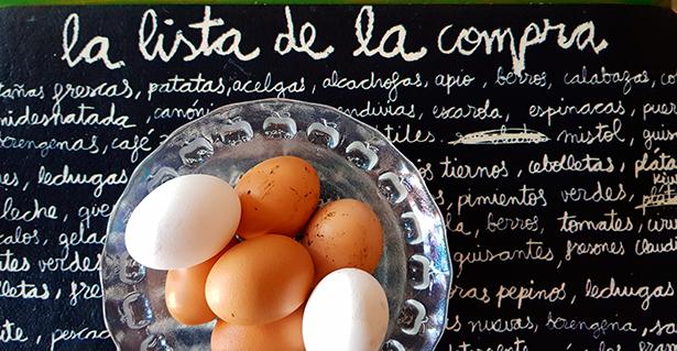 La mayoría de los españoles tira huevos sin utilizar porque se han pasado de fecha | Foto: J. L. Conde