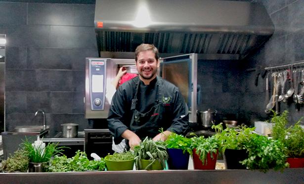 Omar Bedia, chef del restaurante AIE, en El Sauzal | Foto: J. L. Conde