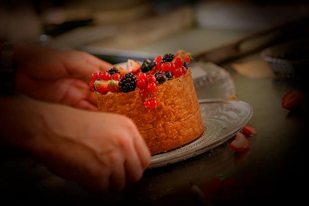 La Escola de Pastisseria fue fundada en 1975 y ofrece cursos de todo tipo relacionados con el mundo de la pastelería