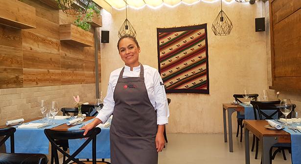 Rosa Lía Díaz Cieza, chef de Qapaq, en el comedor de su restaurante | Foto: J. L. Conde
