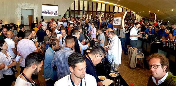 Alrededor de 1.200 personas se dieron cita ayer en la 9ª edición del Tasting Room de Vinófilos | Foto:J. L. Conde