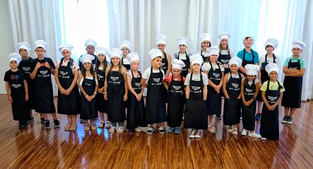 Foto de familia de los aprendices de cocina | Foto: A. Gutiérrez