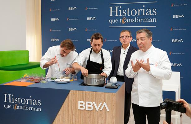 Juan Carlos Hidalgo, director de la Territorial Centro de BBVA, acompañado por Joan y Jordi Roca