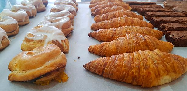 Los laguneros y los croissants no faltan en La Princesa | Foto: J. L. Conde