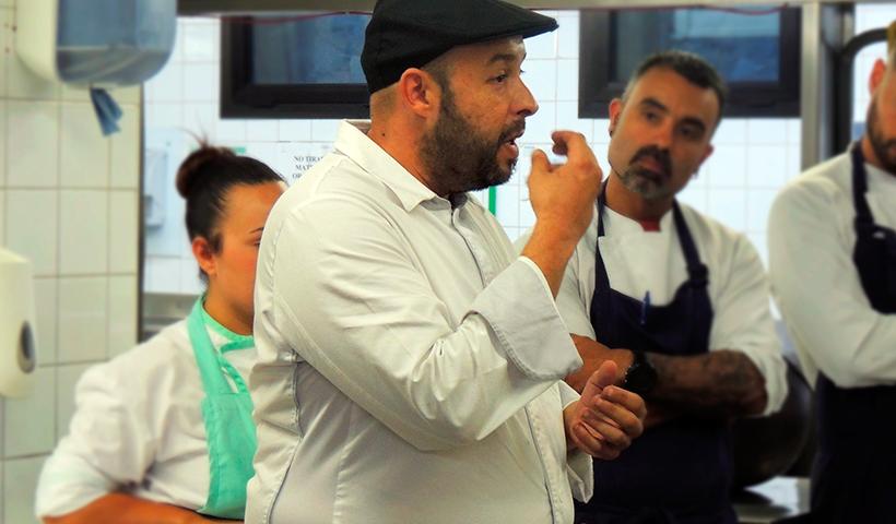Luis Martín explica su plato al jurado