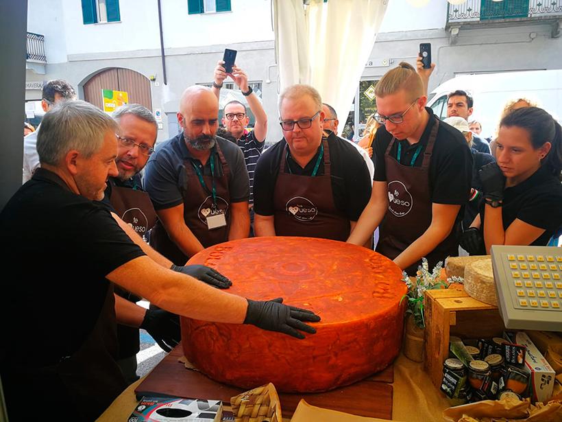 El queso de 135 kilogramos, elaborado en la quesería Bolaños, de Gran Canaria