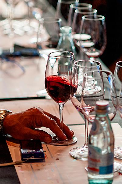 La industria del alcohol ejerce una fuerte presión y evade la legislación con otras estrategias como el patrocinio de eventos | Foto: Coconut
