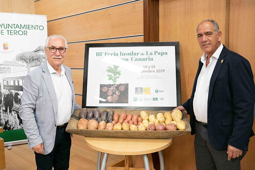 El consejero de Soberanía Alimentaria, Miguel Hidalgo (i), durante la presentación de la feria