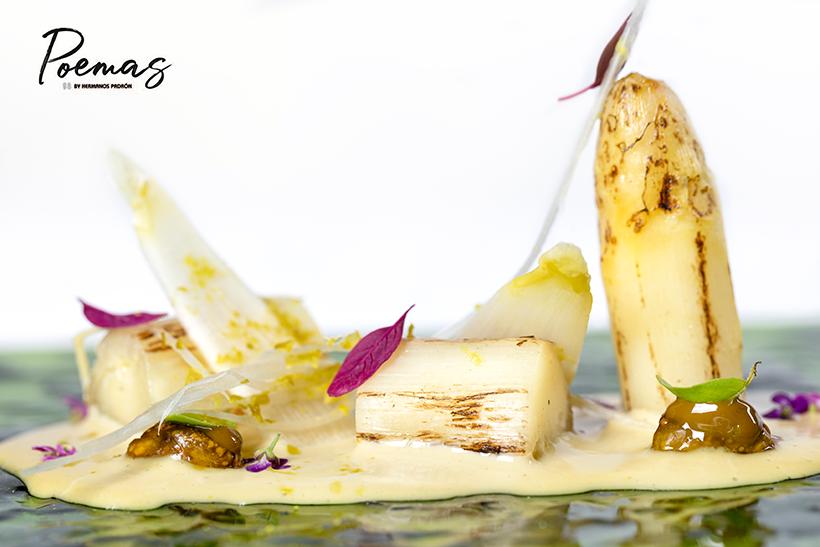 Primavera, a base de espárrago blanco a la parrilla con pesto de queso Flor de Guía y pistacho