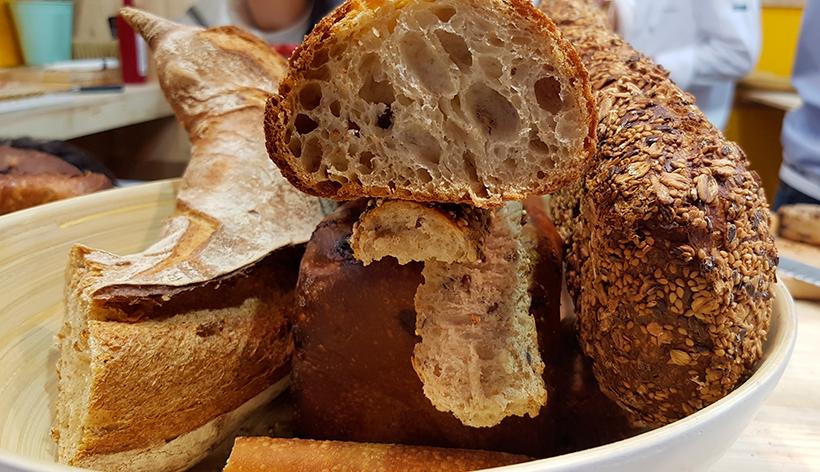 El pan sería uno de los productos que más se desperdicia en el ámbito doméstico, según el MAPA | Foto: J. L. Conde