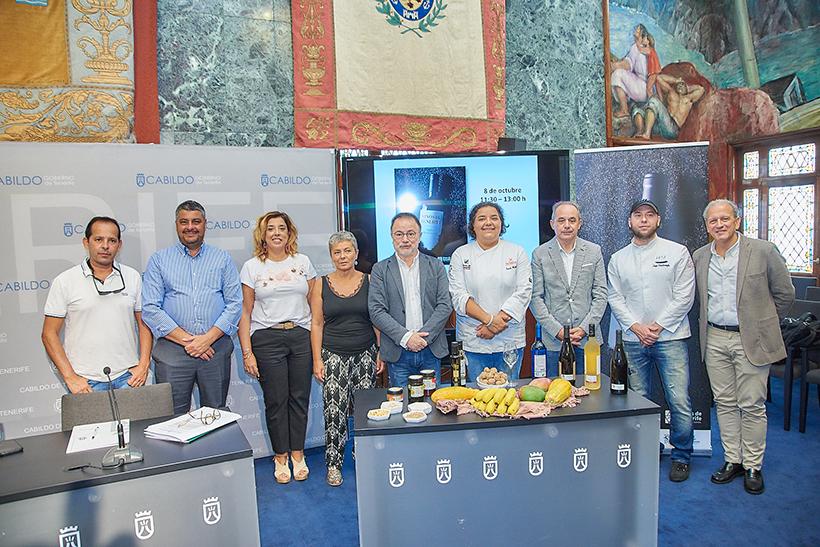 Foto de familia tras la presentación de las actividades de Tenerife en Gastronomika