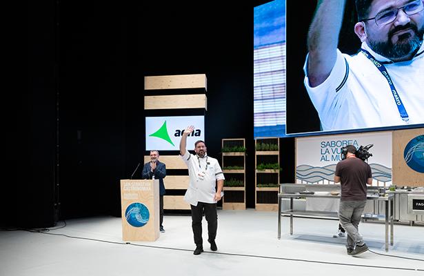 Dani García se despide del público en el auditorio del Kursaal | Foto: Coconut