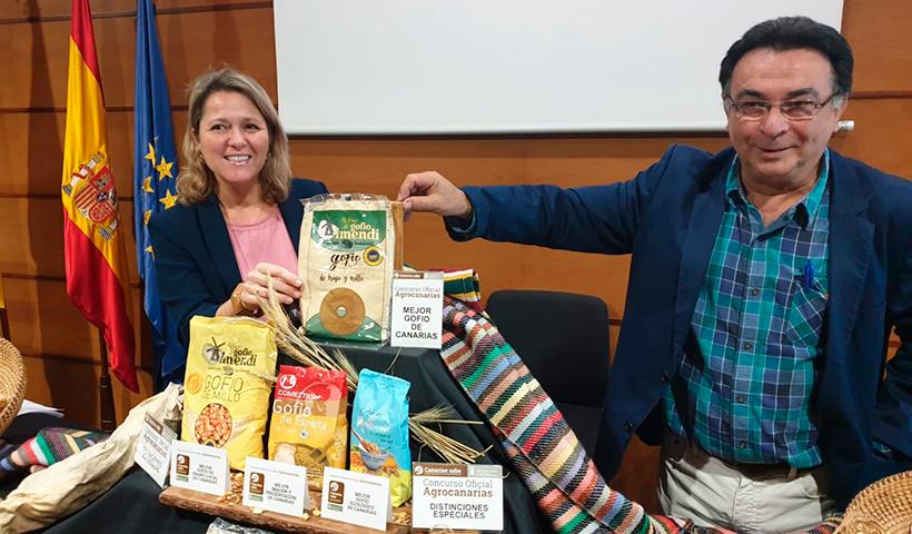 La consejera de Agricultura, Ganadería y Pesca, Alicia Vanoostende, junto con el director del ICCA, Juan Manuel Plata, anuncian el ganador