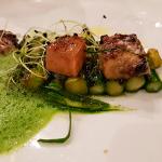Espárragos verdes, con pesto de pistacho y foie   Foto: José L. Conde