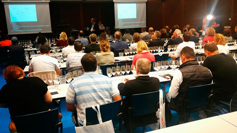 El túnel de los vinos de Gastronomika se llenó de un público ansioso de conocer las cualidades de los vinos de Tenerife | Foto: J. L. Conde
