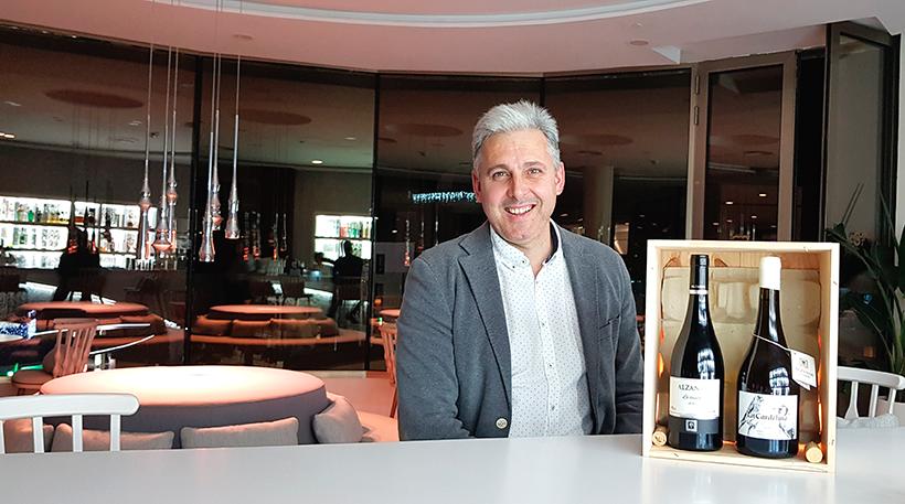 José Manuel Echeverría, con sus vinos de Bodega Alzania | Foto: José L. Conde