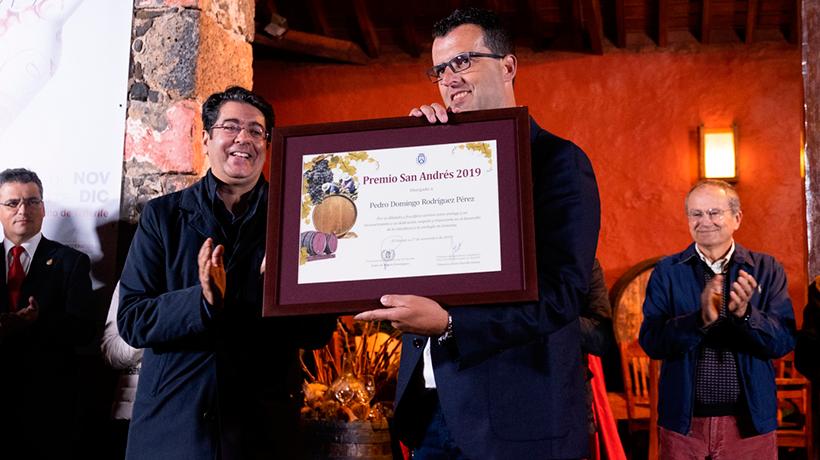 El enólogo Pedro Domingo Rodríguez Pérez recoge el premio | Foto: Fran Pallero