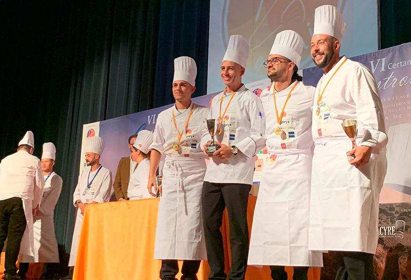 El equipo ACYRE Canarias recibe la medalla de bronce en el Concurso Nacional de Cocineros