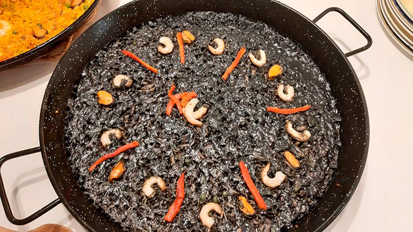 Arroz negro, una de las especialidades del restaurante | Foto: Sergio Méndez