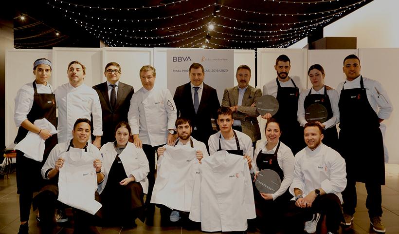 Ganadores de las Becas BBVA-El Celler de Can Roca con los miembros del jurado