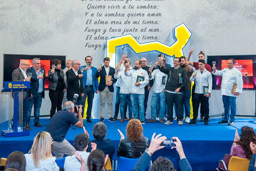 Autoridades y cocineros brindan por los premios Michelin conseguidos en Gran Canaria