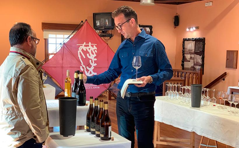 El experto en vinos y Master of Wine cató algunos vinos de La Palma