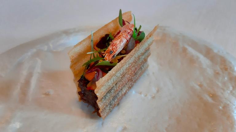 Bocadillo de rabo con mayonesa de pimienta fermentada | Foto: José L. Conde