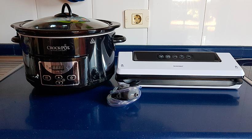 Las ollas de cocción lenta y las envasadoras al vacío, entre los regalos que han recibido los cocinillas   Foto: José L. Conde