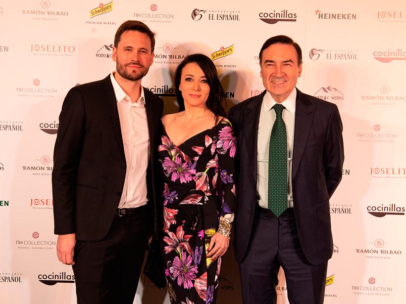 Daniel Salas, director de Cocinillas, y Pedro J. Ramírez, acompañado de su esposa | Foto: El Español