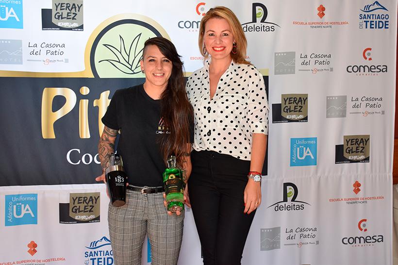 María Rodríguez Díaz (i), elegida mejor bartender