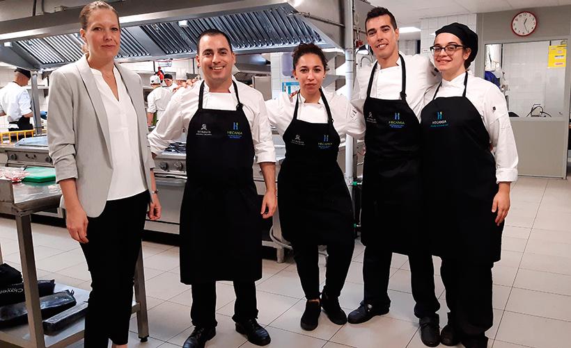 Navarro, con parte de su equipo: Daniela Wittig, jefa de sala; Antonio García Lozano, segundo de cocina, y Tavira de Castro, pastelera | Foto: José L. Conde