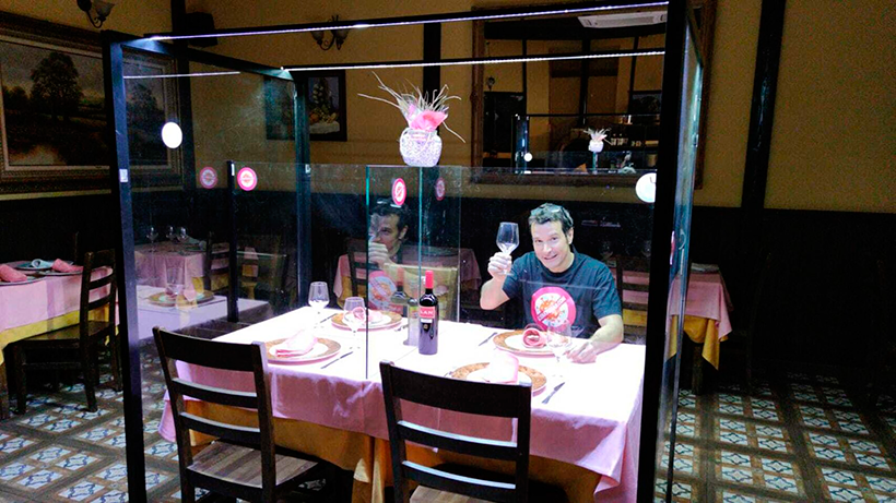 Mamparas para separar a los comensales en los restaurantes | Foto: elespañol.com