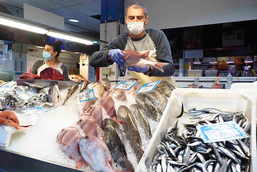 Puesto de pescado en el Mercado Nuestra Señora de África   Foto: Sergio Méndez