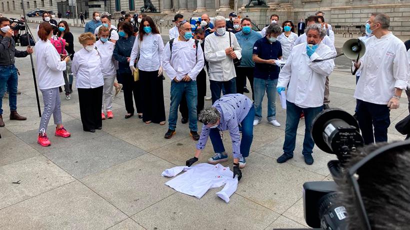 Los chefs protestan ante el Congreso de los Diputados
