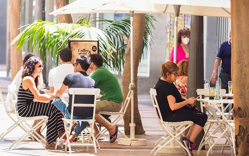 El sector de la restauración entreabre las puertas de sus restaurantes | Foto: Sergio Méndez