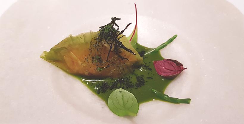 Empanadilla de lechuga de mar rellena de gamba roja y emulsión de algas de El Rincón de Juan Carlos | Foto: José L. Conde